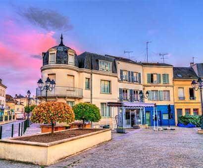 Hôtels Dreux Campanile