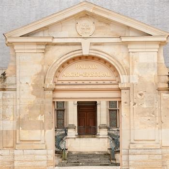 hôtels Campanile Palais du Tau - Musée de l'Œuvre