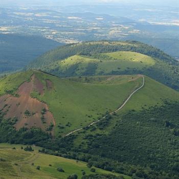 hôtels kyriad clermont ferrand parc naturel volcans
